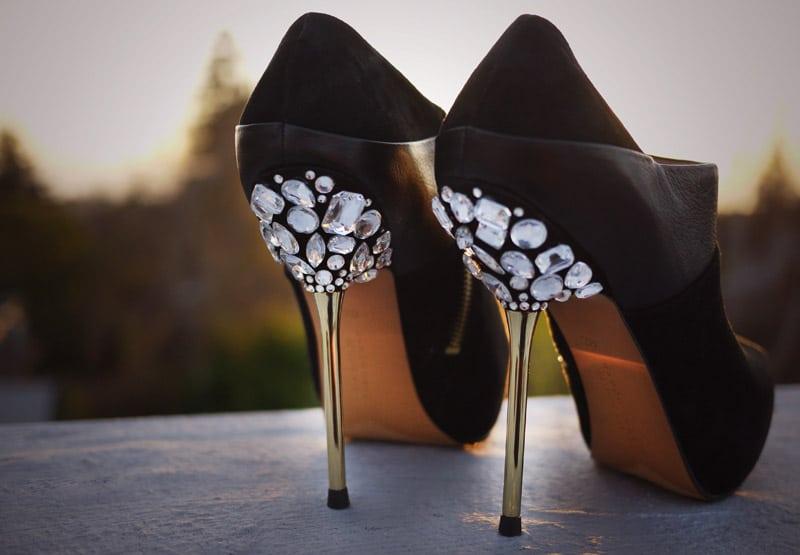 Buty ślubne z ozdobą