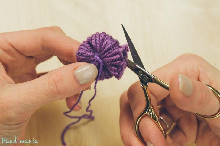 2-incredible-ways-to-make-yarn-pom-poms09