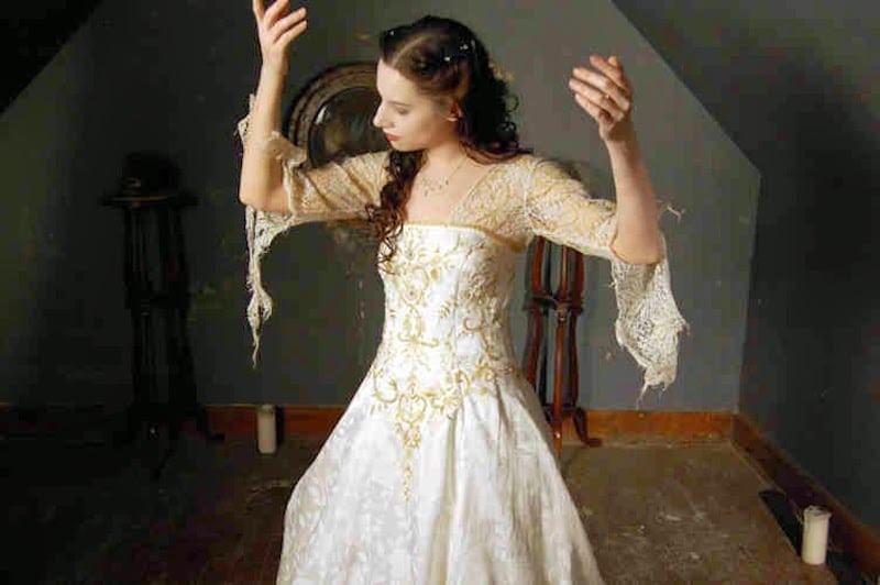 podarta sukienka ślubna