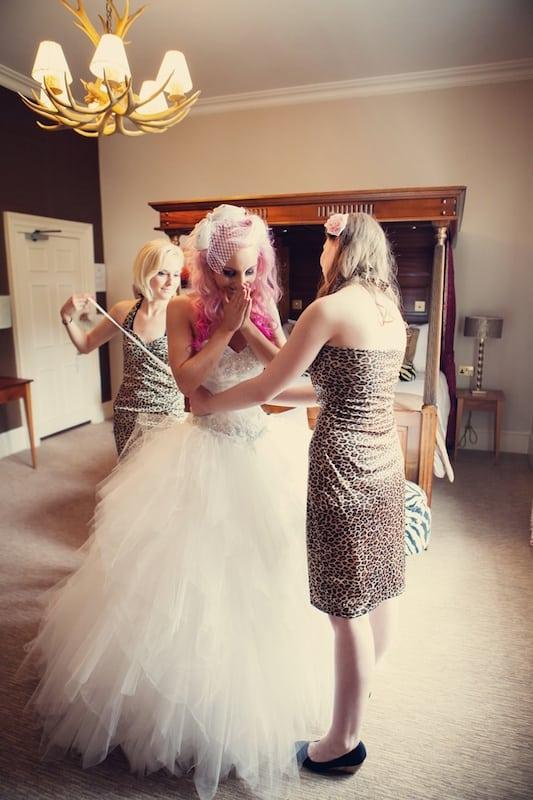 różowe włosy ślub