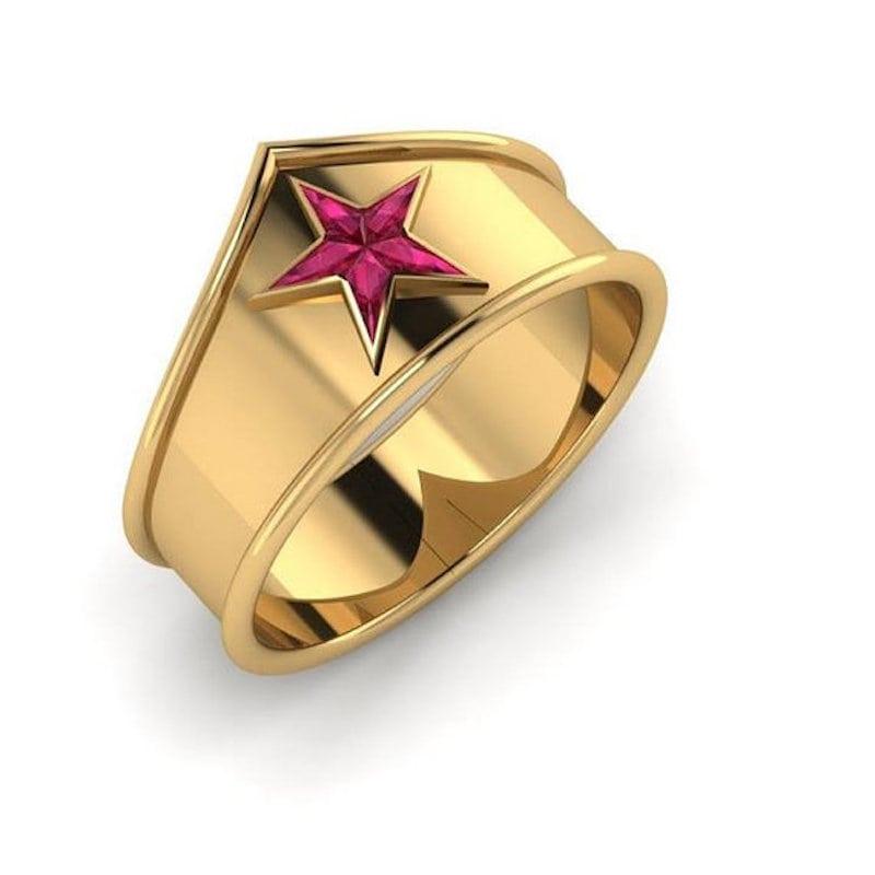 Wonder Woman pierścionek zaręczynowy