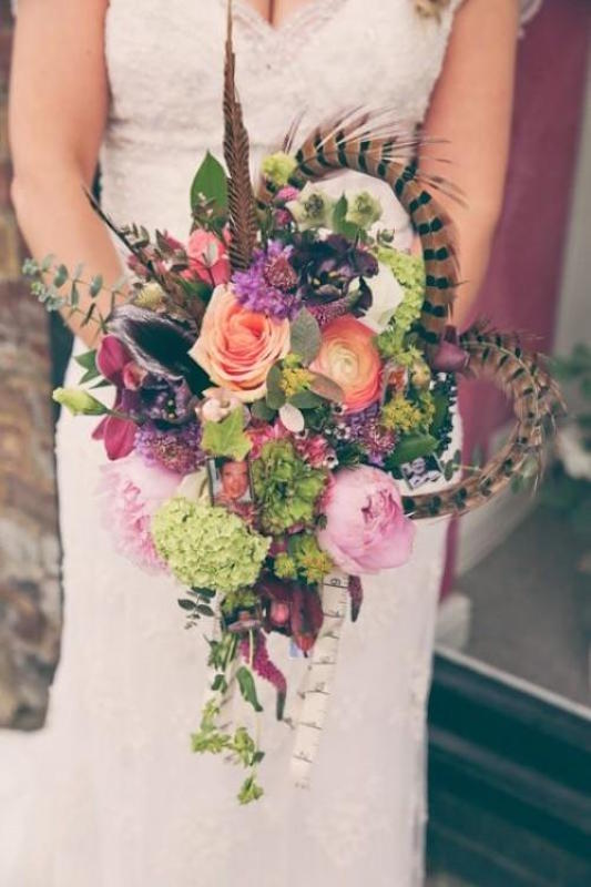 23-textural-wedding-bouquets-with-feathers-weddingomania-175-int