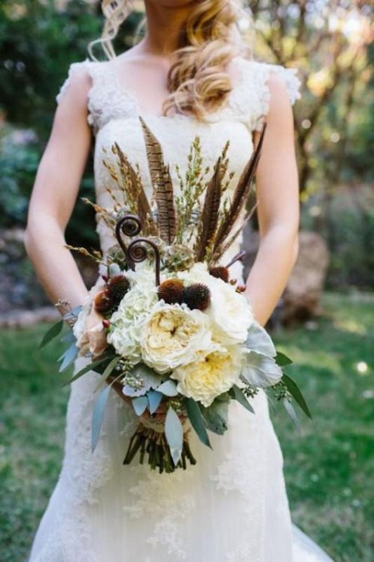 23-textural-wedding-bouquets-with-feathers-weddingomania-476-int