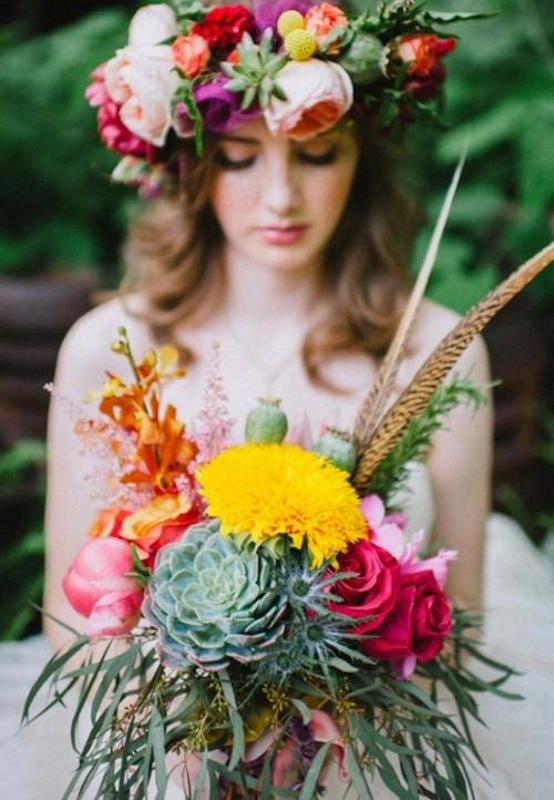 23-textural-wedding-bouquets-with-feathers-weddingomania-496-int